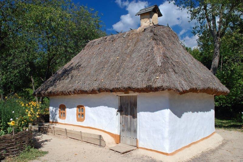 Traditionele Oekraïense hut stock afbeeldingen