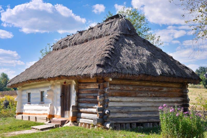 Traditionele Oekraïense hut royalty-vrije stock fotografie