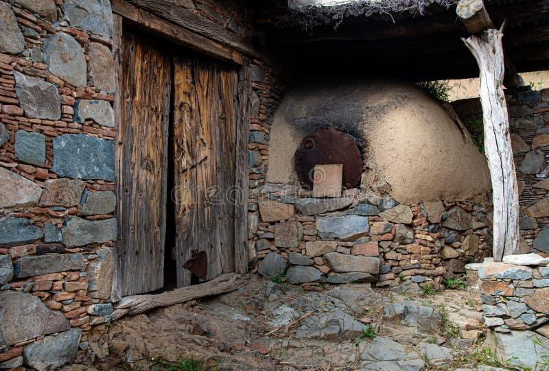 Traditionele oude huisbuitenkant royalty-vrije stock fotografie