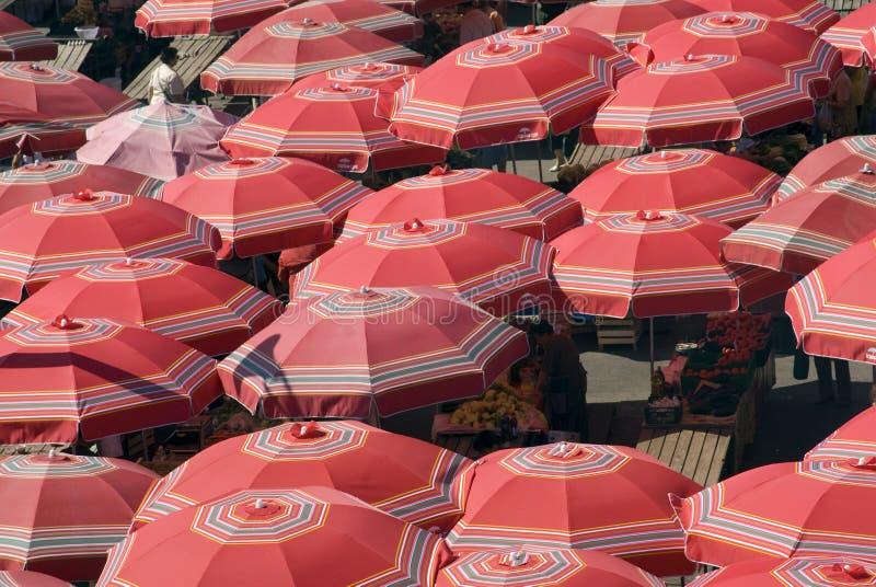 Traditionele parasols op Zagreb - Kroatië marke royalty-vrije stock afbeeldingen