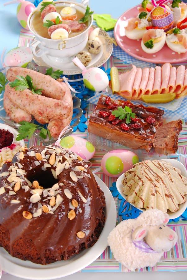 Download Traditionele PoetsmiddelPasen Schotels Stock Foto - Afbeelding bestaande uit worst, diner: 29510894