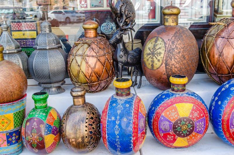 Traditionele Potten op Vertoning stock afbeelding