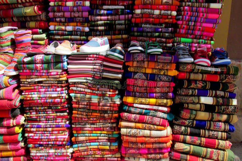 Traditionele quechua kleurrijke textil stock fotografie