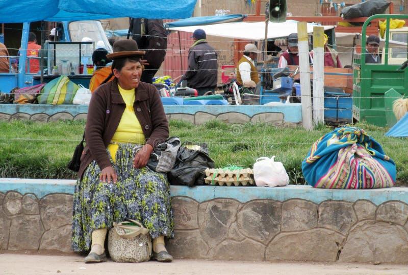 Traditionele quechua vrouw in Bolivië stock foto's