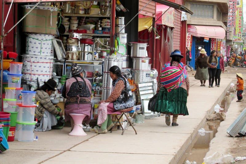 Traditionele quechua vrouwen bij de markt royalty-vrije stock afbeelding