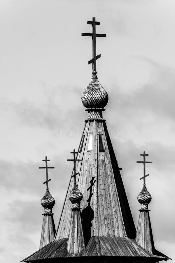 Traditionele Russische architectuur Sluit omhoog beeld van koepel van orthodoxe houten kapel Republiek Kareli?, Rusland royalty-vrije stock afbeelding