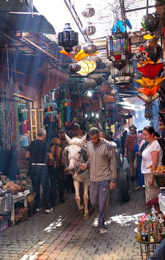 Traditionele Souks, Medina, Marrakech royalty-vrije stock foto