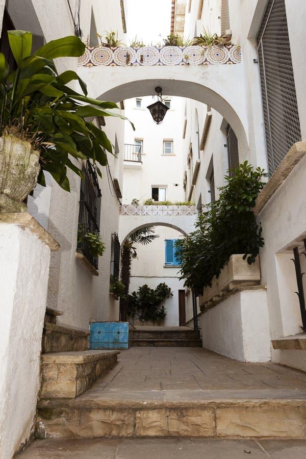 Traditionele Spaanse straat in Roc de Sant Gaieta stock foto's