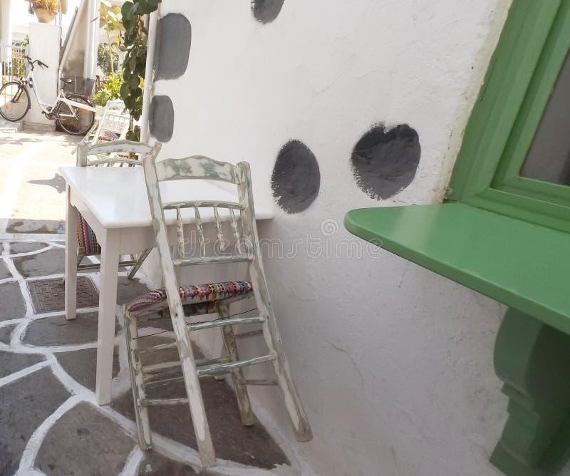 Traditionele stoel op Grieks eiland Paros stock fotografie