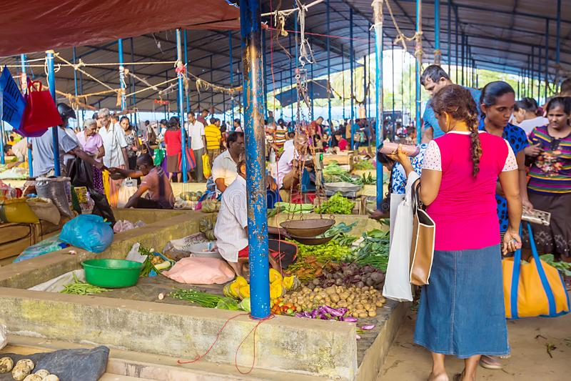 Traditionele straatmarkt in Sri Lanka stock afbeeldingen