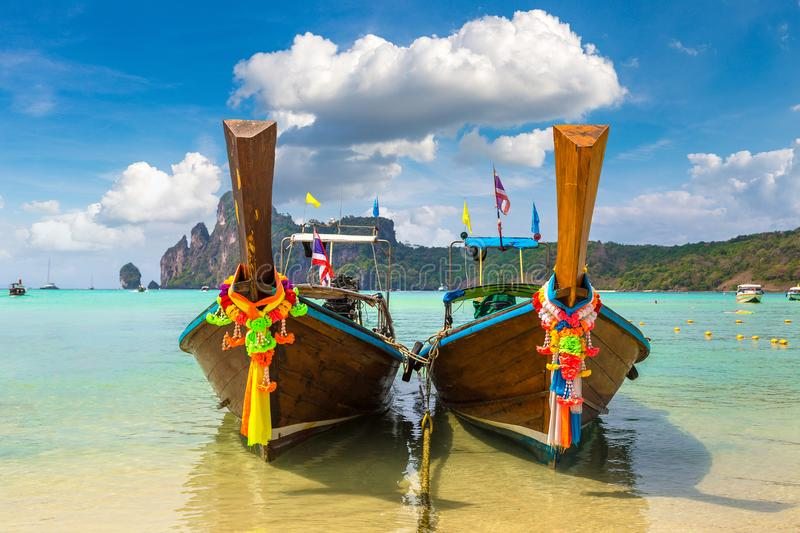 Traditionele Thaise boot op Phi Phi Don royalty-vrije stock foto