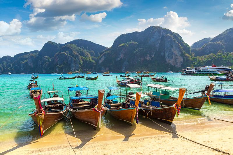 Traditionele Thaise boot op Phi Phi Don stock fotografie