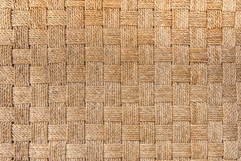 Traditionele Thaise de aardachtergrond van het stijlpatroon van bruine de textuur rieten oppervlakte van het ambachtsweefsel voor royalty-vrije stock fotografie