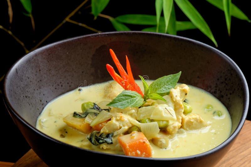 Traditionele Thaise gele kerrie stock foto