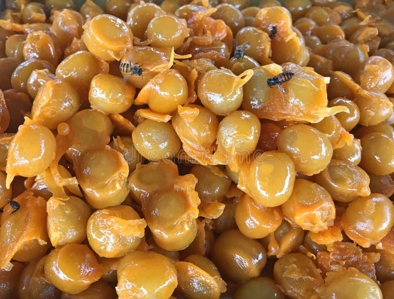 Traditionele Thaise zoete snackkeuken: Gouden Jackfruit-Zaden, Mung Bean Marzipan en Eierdooier Dessert Ontmoete Khanoon Het geef stock foto's