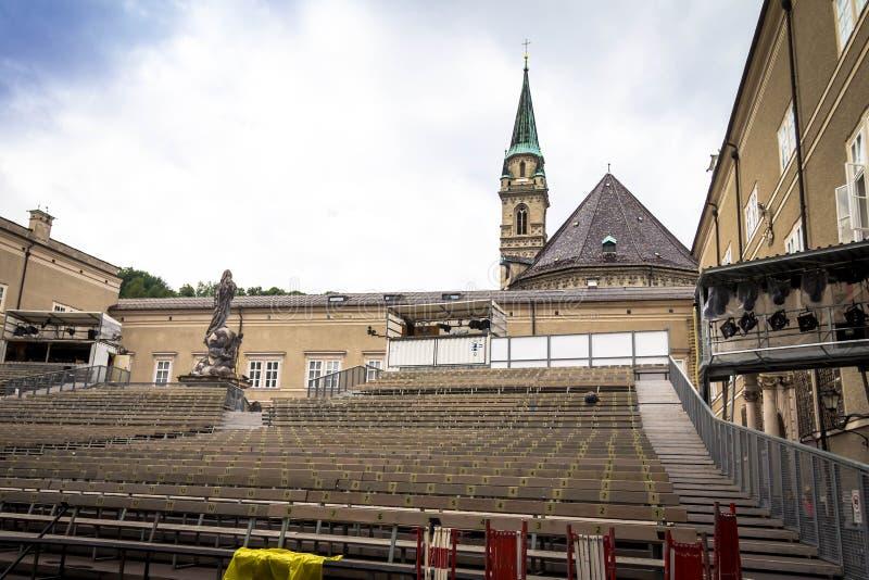 Download Traditionele Tijdelijke Concertzaal In Openlucht Voor Opera Het Opvoeren Met Stock Afbeelding - Afbeelding bestaande uit middeleeuws, hemel: 114227881