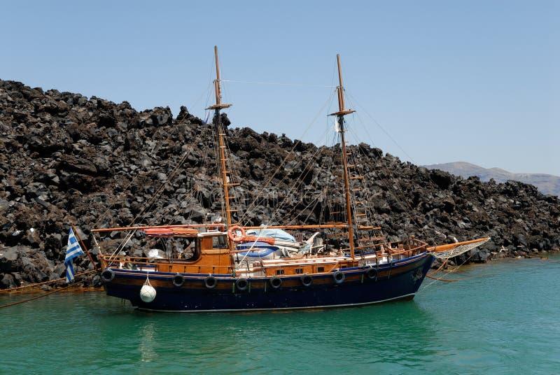 Traditionele varende boot in Griekenland stock afbeeldingen