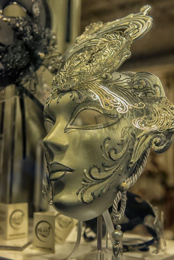 Traditionele Venetiaanse maskers bij rolgordijn royalty-vrije stock fotografie
