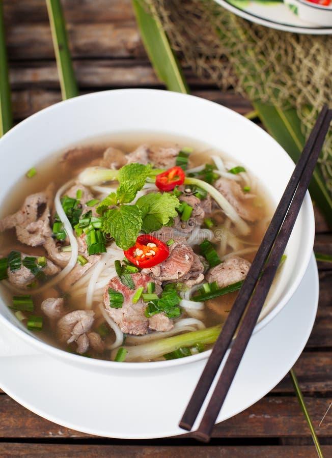 Traditionele Vietnamese pho van de rundvleessoep royalty-vrije stock afbeeldingen