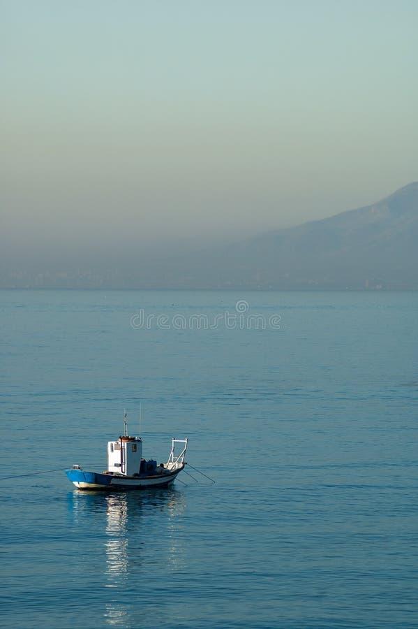 Traditionele vissersboot in de Middellandse Zee royalty-vrije stock fotografie