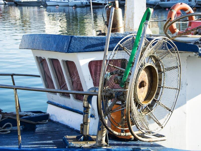Traditionele vissersboten in de haven van Livorno, Toscanië, Italië stock afbeelding