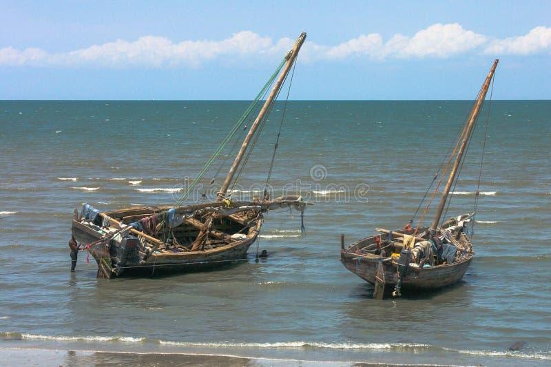 Traditionele vissersboten van de kust van Zanzibar stock afbeelding