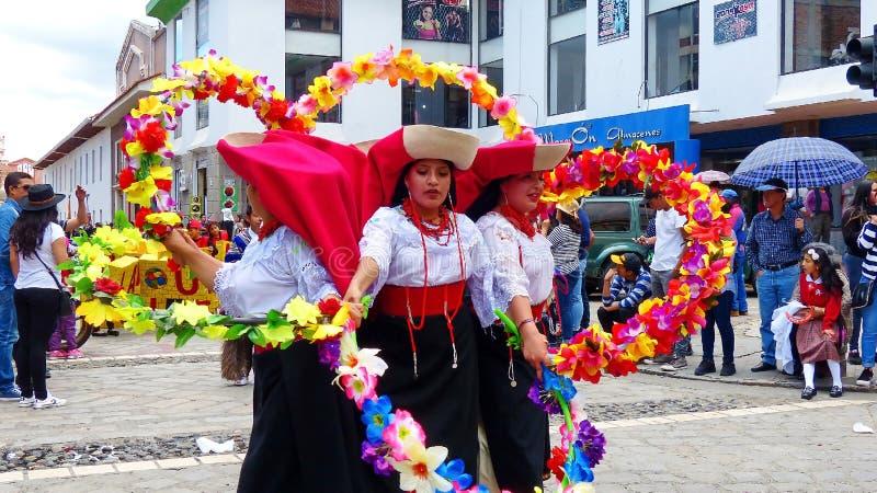 Traditionele volksdans met bloemen van Otavalo-provincie, Ecuador royalty-vrije stock afbeelding