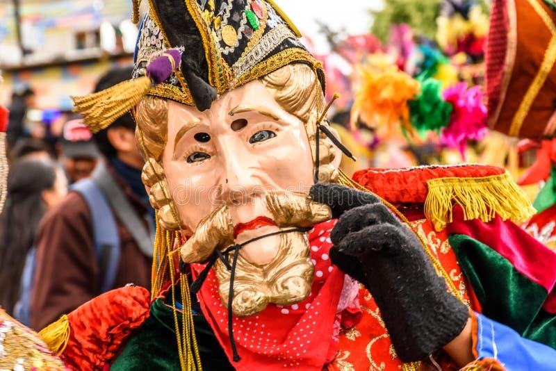 Traditionele volksdanser in Spaans veroveraarmasker & kostuum, Gua stock foto's