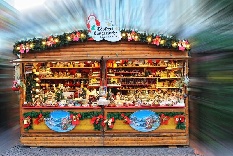 Traditionele winkel in Kerstmismarkt royalty-vrije stock fotografie