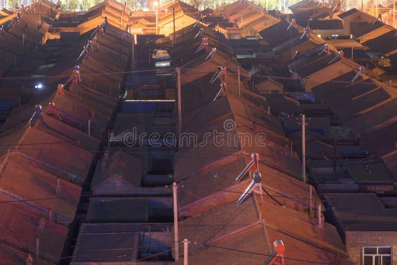 Traditionele woningbouw en stegen bij nightï ¼ Œ in China stock fotografie