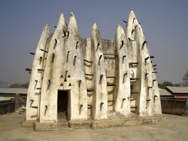 Traditionell afrikansk gyttja-och-pinne arkitektur arkivfoto