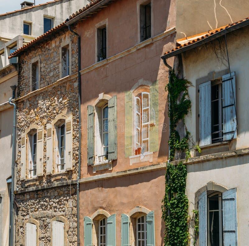 Traditionell arkitektonisk fasad i Provence, Frankrike fotografering för bildbyråer