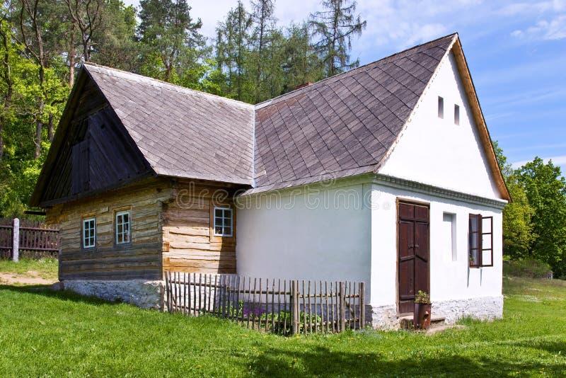 traditionell arkitektur i museum för öppen luft i Vysoky Chlumec, central bohemisk region, Tjeckien Samling av typisk reg royaltyfri foto