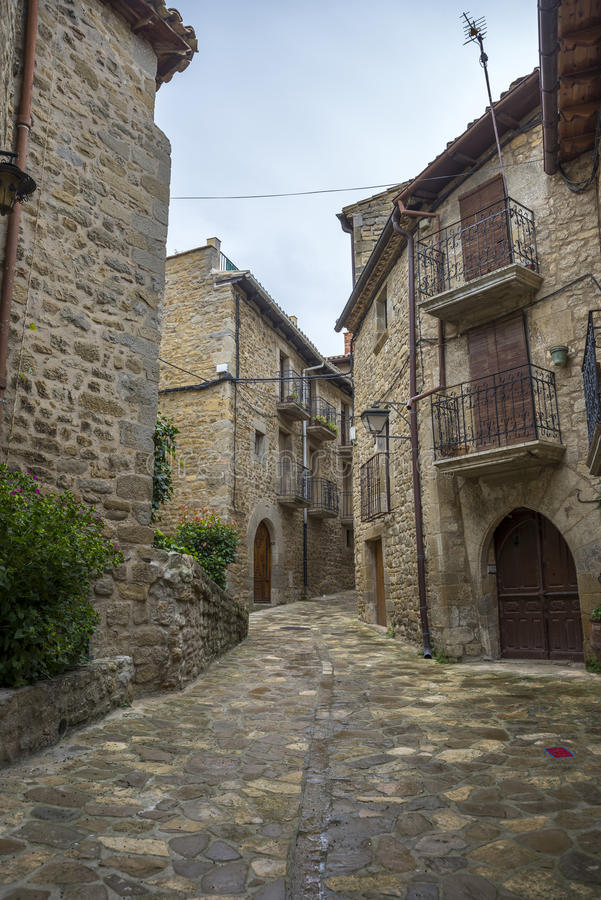 Traditionell arkitektur i Sos-del Rey Catolico royaltyfria foton