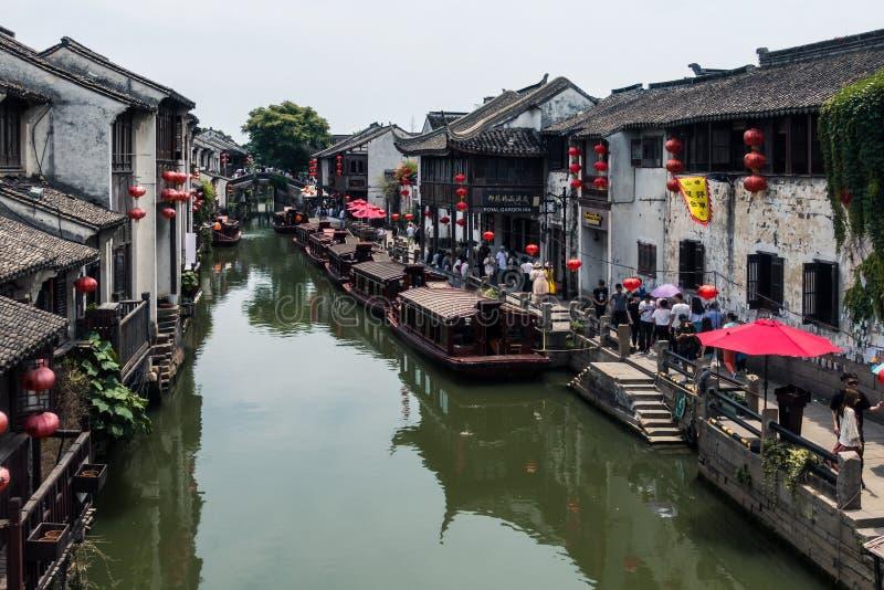 Traditionell arkitektur och härligt landskap i Shan Tang Jie royaltyfri foto
