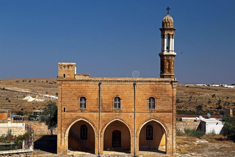 Traditionell arkitektur och kyrka i Midyat royaltyfria foton