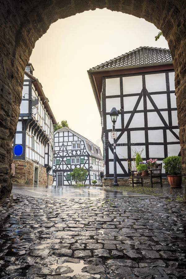 Traditionell arkitektur på historiska Blankenberg, Tyskland arkivbilder