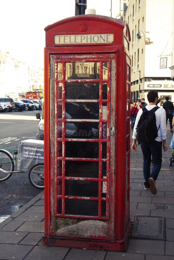 Traditionell ask för telefon för UK för gammal stil röd i Oxford, U K royaltyfri foto