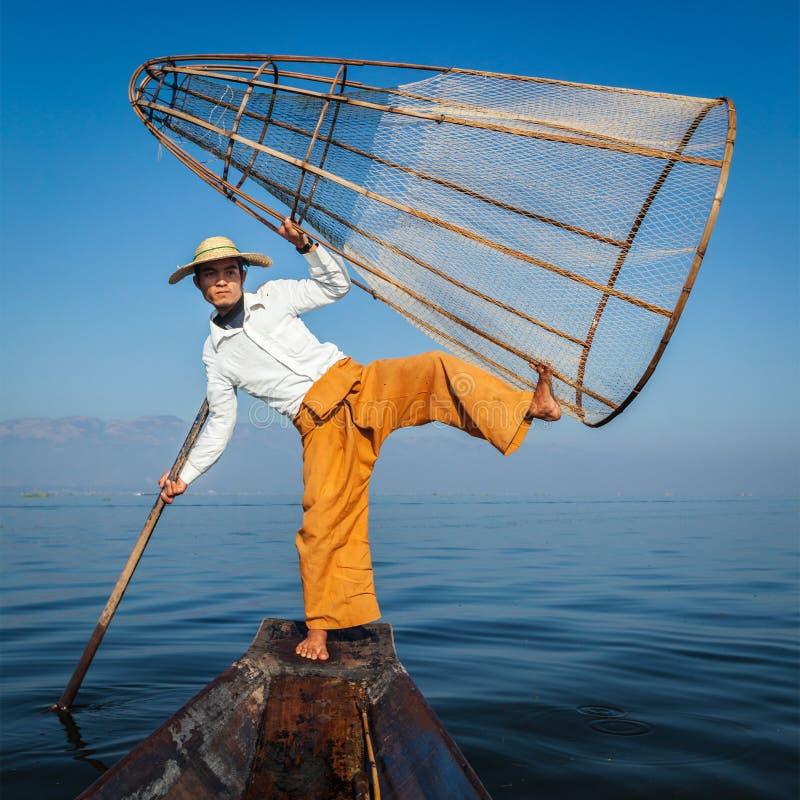 Traditionell Burmese fiskare på Inle sjön Myanmar royaltyfria bilder