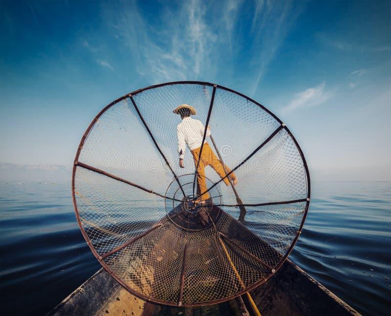Traditionell Burmese fiskare på Inle sjön Myanmar royaltyfri foto