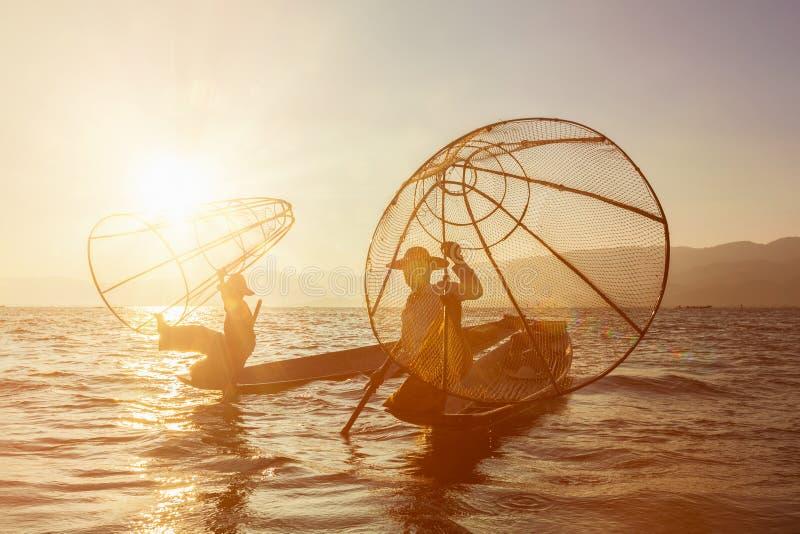 Traditionell Burmese fiskare på Inle sjön, Myanmar arkivfoton