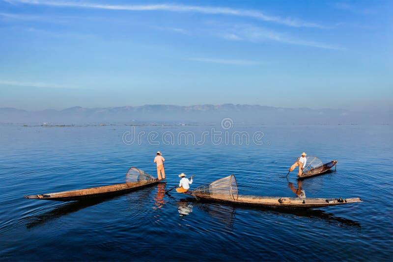 Traditionell Burmese fiskare på Inle sjön, Myanmar fotografering för bildbyråer