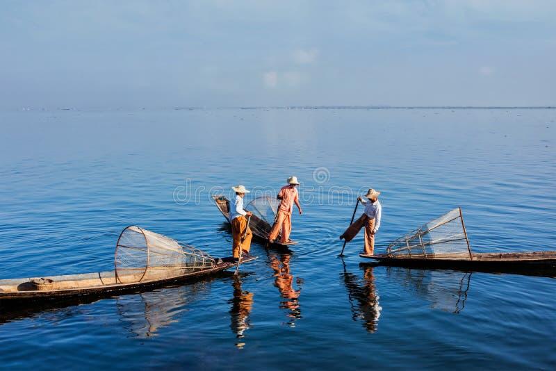 Traditionell Burmese fiskare på Inle sjön, Myanmar arkivbild