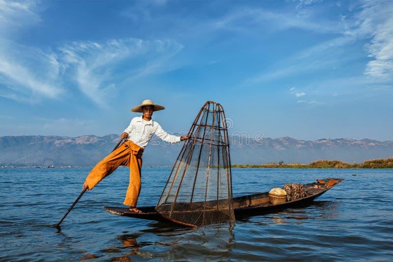 Traditionell Burmese fiskare på Inle sjön, Myanmar arkivbilder