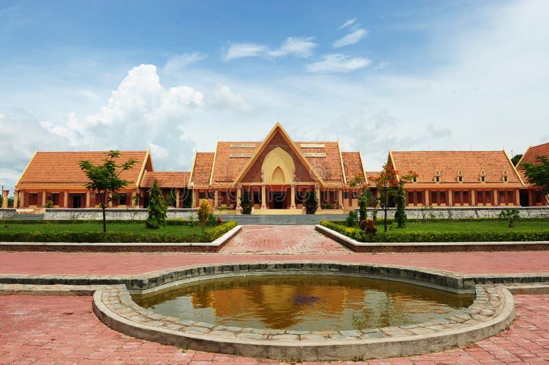 Traditionell byggnad med tegelplattatak för röd lera arkivfoton