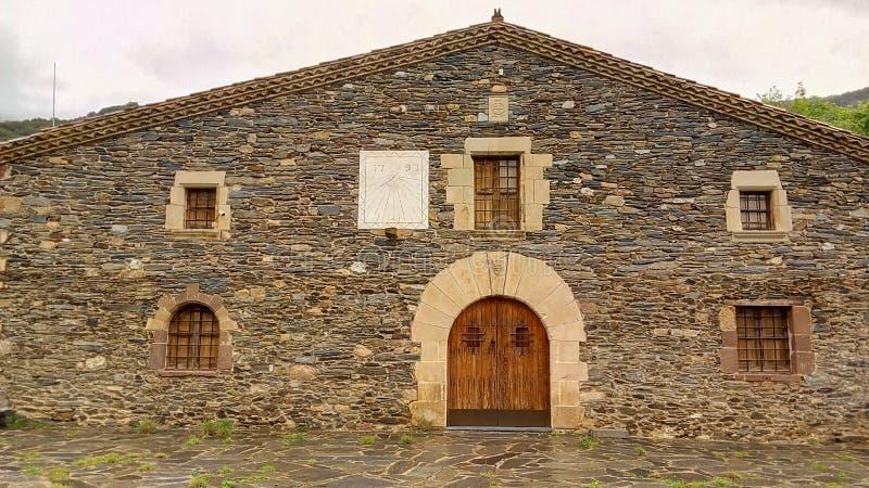 Traditionell Catalan farmershousefasad arkivfoto