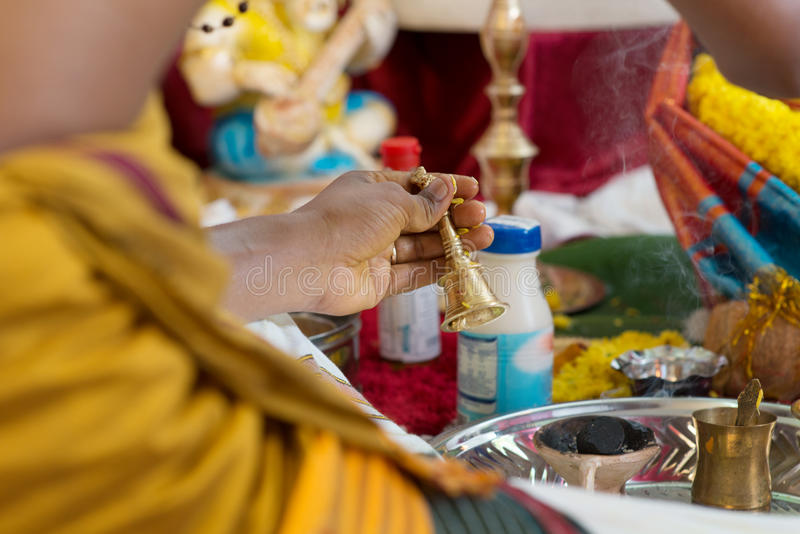 Traditionell ceremoni för indierHindus välsignelse arkivbilder