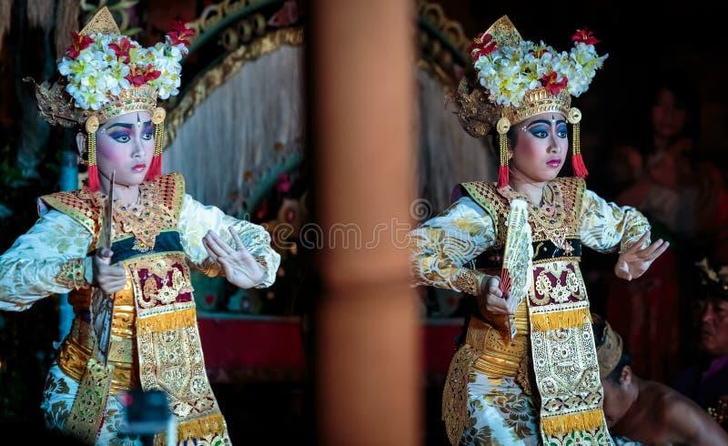 Traditionell dans Legong för Balinese fotografering för bildbyråer