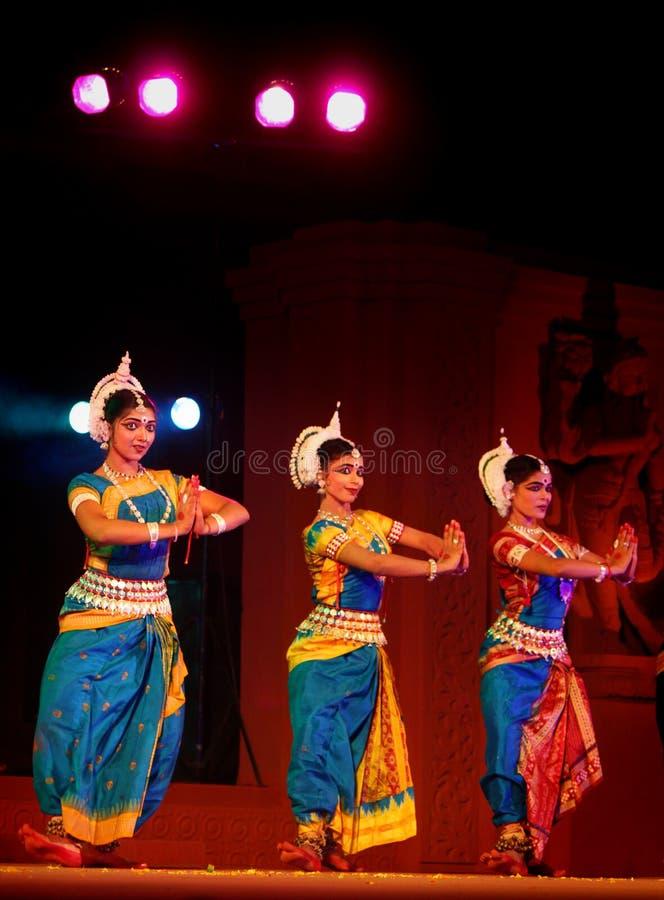 traditionell dräktdansareodissi arkivbild