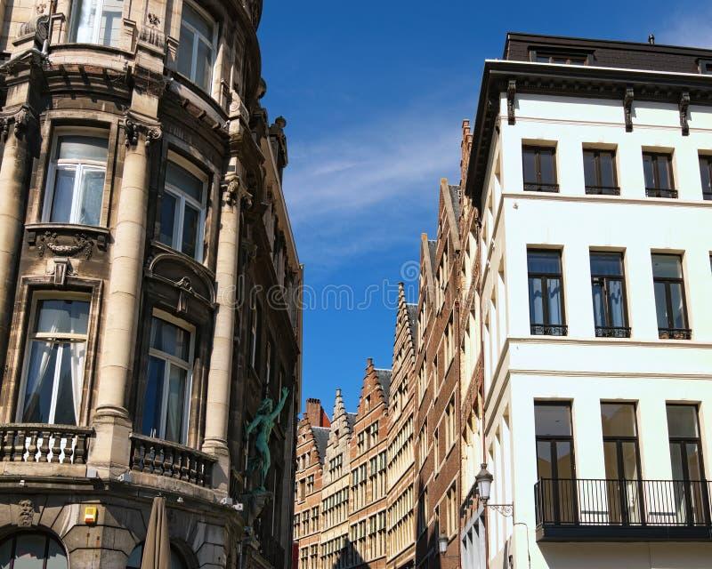 Traditionell flemish arkitektur i centrum av Antwerp på den soliga dagen Antwerp holländare: Antwerpen Belgien arkivbilder